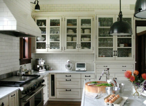 Four Simple Ideas in Decorating Kitchen Cabinets